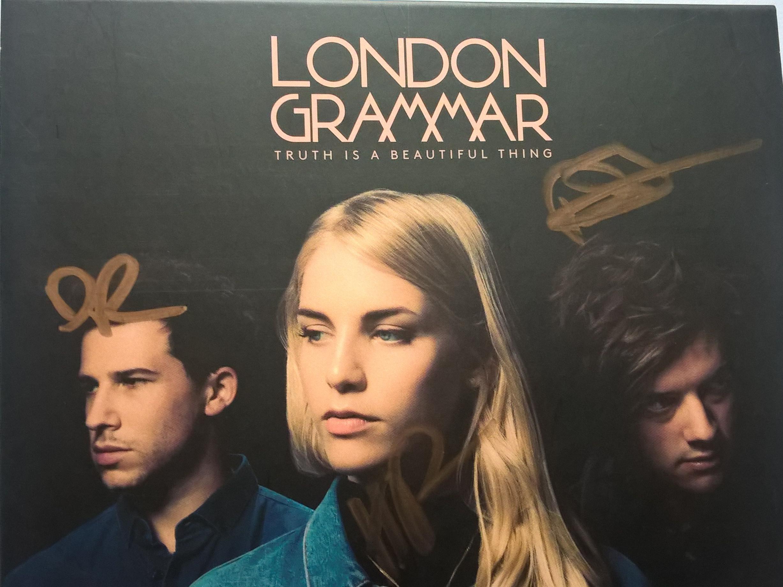 Le 2ème album de London Grammar (2017) dédicacé par le trio.