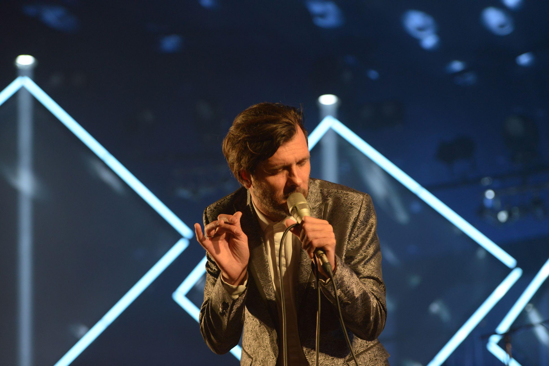 Hugh Coltman sur la scène du Cabaret de Seb au Bout du Monde (Photo ehyobro Weirdsound)