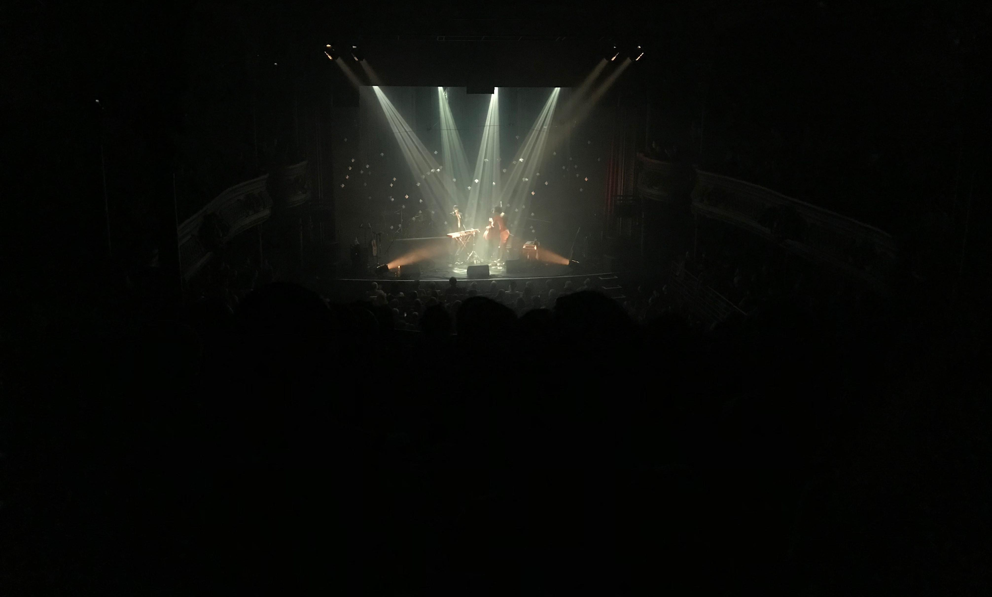 June Milo, en première partie du concert de Clarika à la Cigale, le 3 avril 2019.